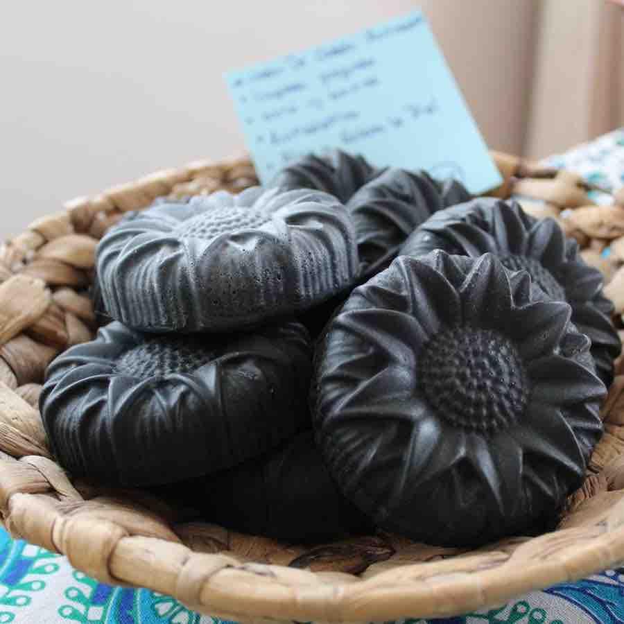 Jabón Artesanal Carbón de Coco Activado Universo AmmA